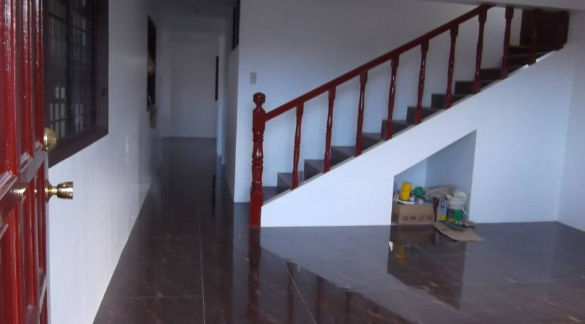 2 story valencia house and lot (11)