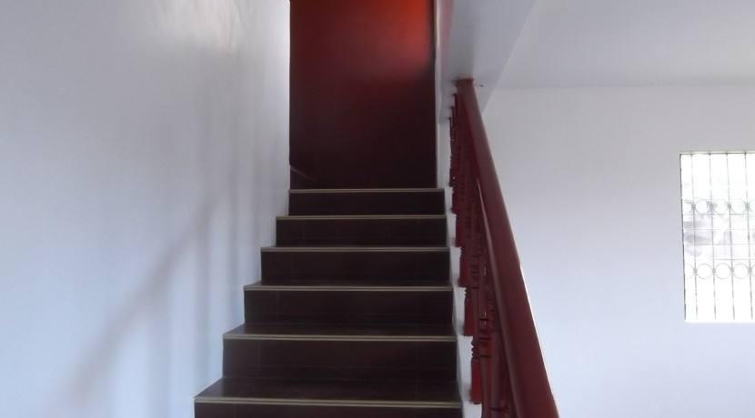 2 story valencia house and lot (12)