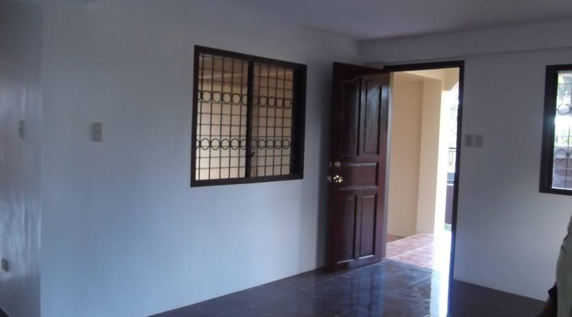 2 story valencia house and lot (17)