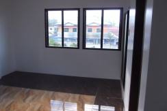 2 story valencia house and lot (19)