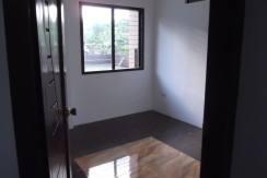 2 story valencia house and lot (20)