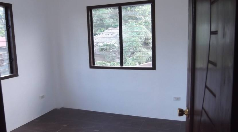 2 story valencia house and lot (21)