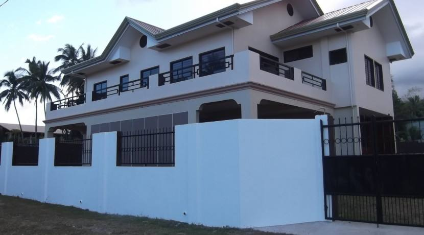 2 story valencia house and lot (6)