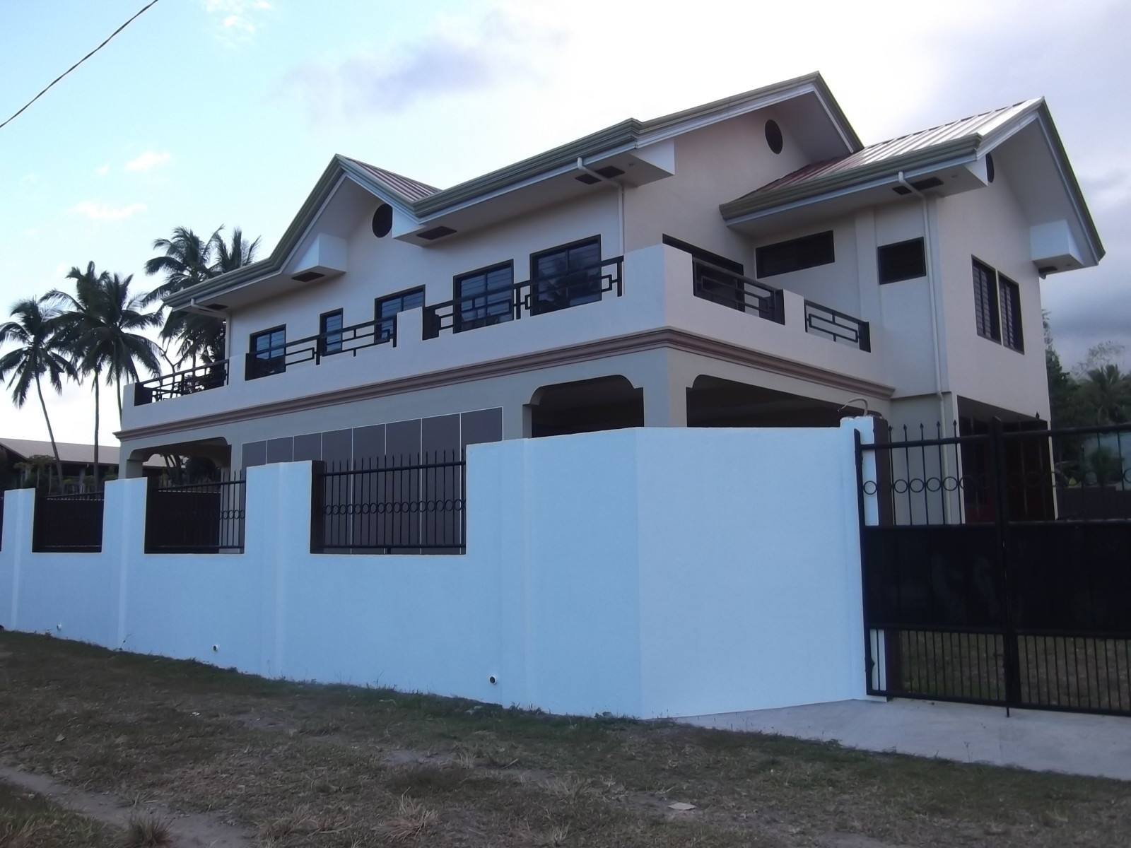 2 STORY VALENCIA HOUSE AND LOT FOR SALE