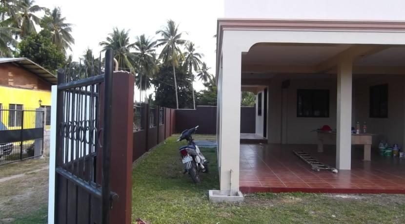 2 story valencia house and lot (7)