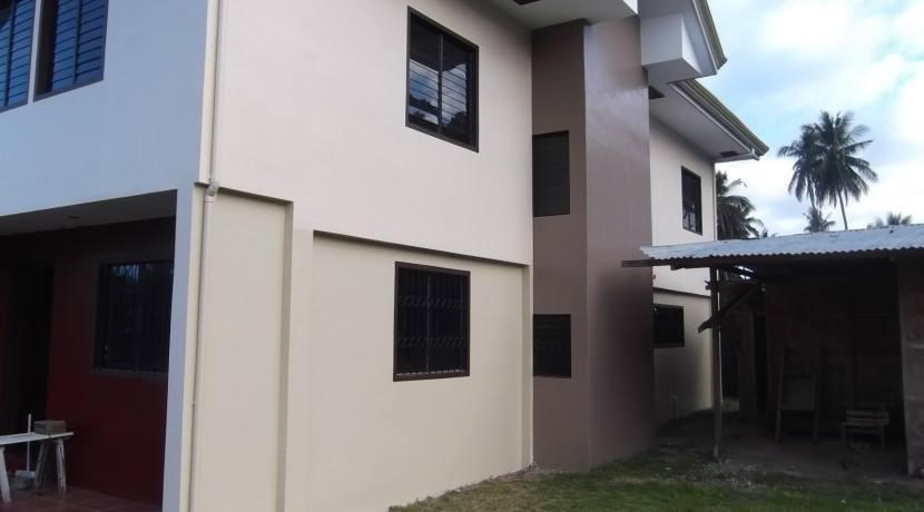 2 story valencia house and lot (9)
