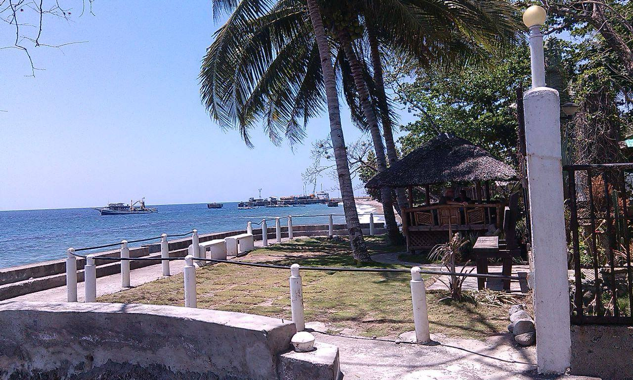 BACONG BEACHFRONT HOUSE AND LOT FOR SALE