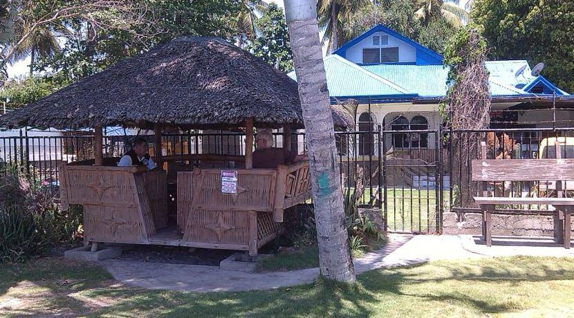 beachfront house and lot for sale (23)