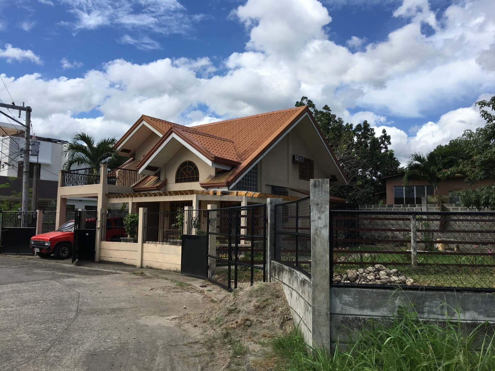 SUBDIVISION HOME FOR SALE IN DUMAGUETE