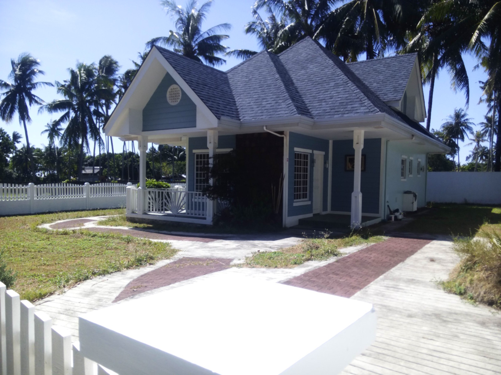 HOUSE AND LOT FOR SALE NEAR BEACH