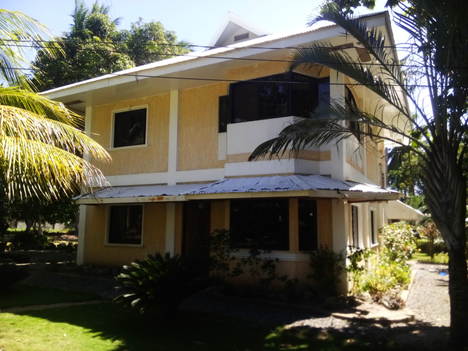 BEACH SIDE HOUSE WITH POOL FOR SALE