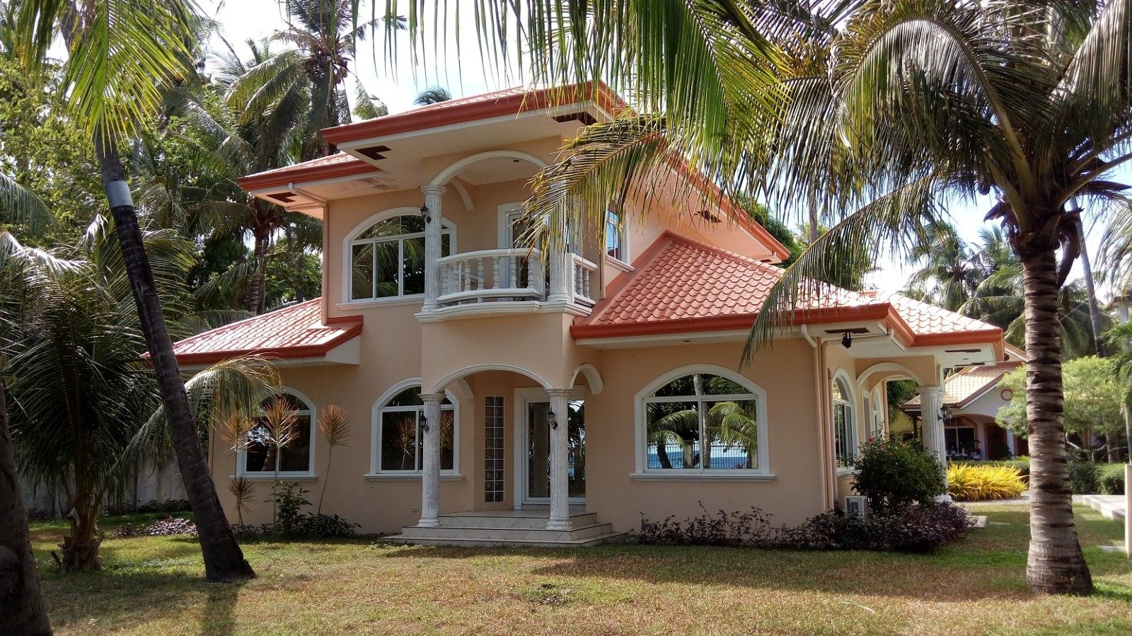 BEACHFRONT INVESTMENT PROPERTY FOR SALE IN ZAMBOANGUITA