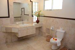 deluxe-room-bathroom-1-1200x600