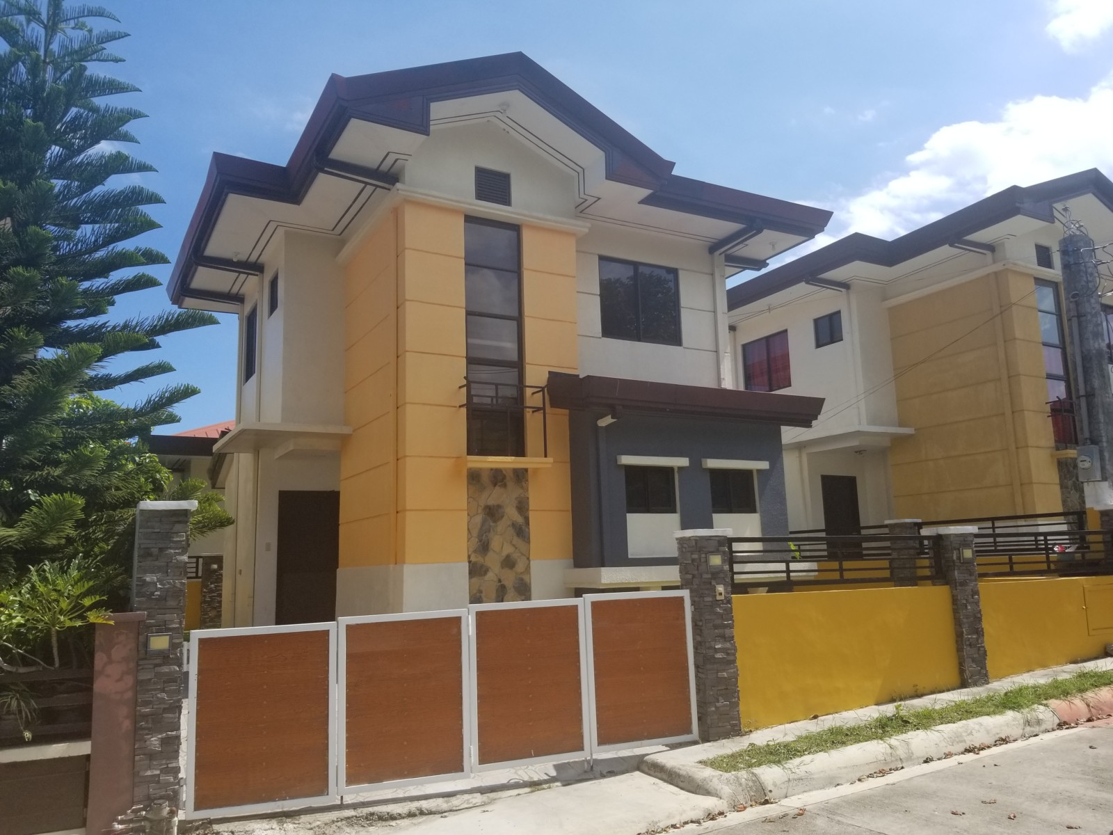 SUBDIVISION HOUSE AND LOT FOR SALE IN CEBU