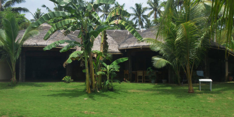 A magnificent beach-park Residence For Sale In Samar (1)