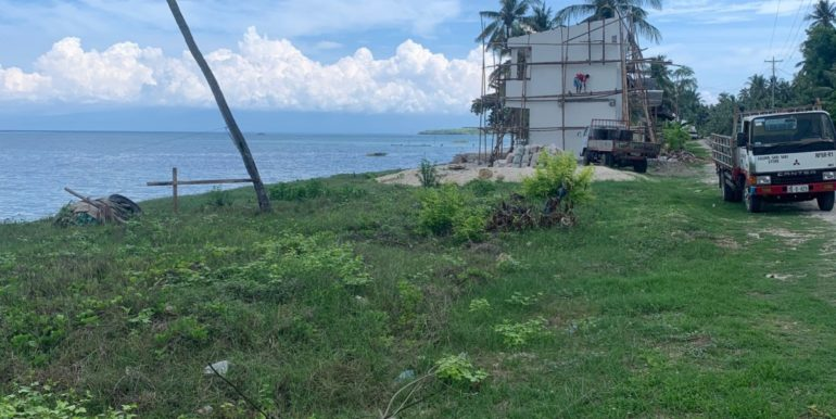 BEACHFRONT LOT AND BUILDING FOR SALE